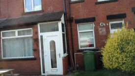 3 Bed House in Beeston Parkfield Row LS11 7LT £ 575 pm @ NO Agent Fee