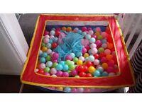 Balls bath