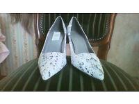 NEW, unworn grey snakeskin patterned shoes size 7