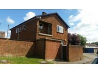 3 DOUBLE BEDROOM FLAT ON HORSPATH ROAD £1500PCM AVAILABLE NOW CALL OR TEXT ON 07488249009