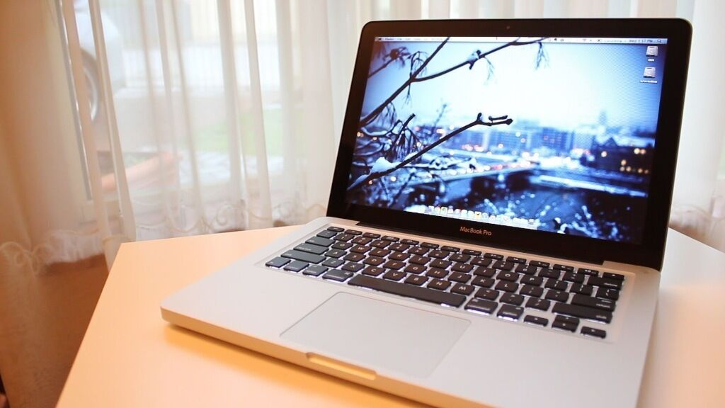Apple MacBook Pro 13 inch Core i5 2.3 Ghz 4gb Ram 500 SSD Logic ProX, Adobe CC, Final Cut, Auto Cad