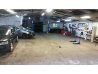 mechanics garage workshop for rent with brand new 2 poster ramp