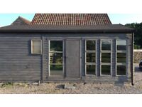 Luxury Log Cabin With All Fixtures Of Plumbing/Ideal For Living Space OR Office Area. WC/SHOWER/SINK