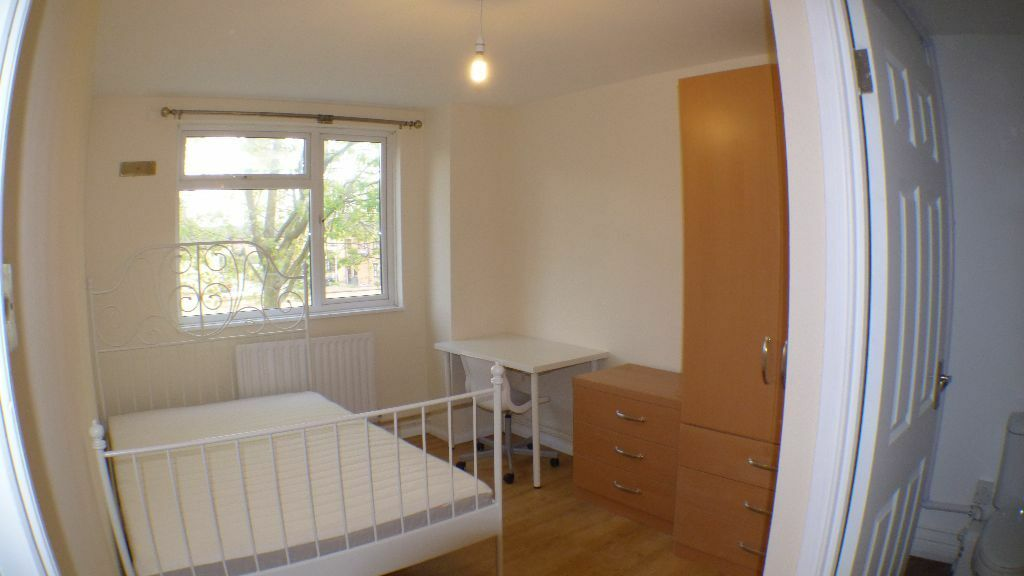 Campbell Road, ** FLAT SHARE **, London **PRIVATE BATHROOM**