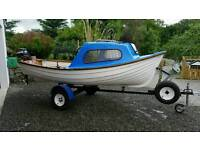 Fishing day boat outboard trailer