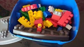 mega bloks build n play station workbench - similar to lego duplo
