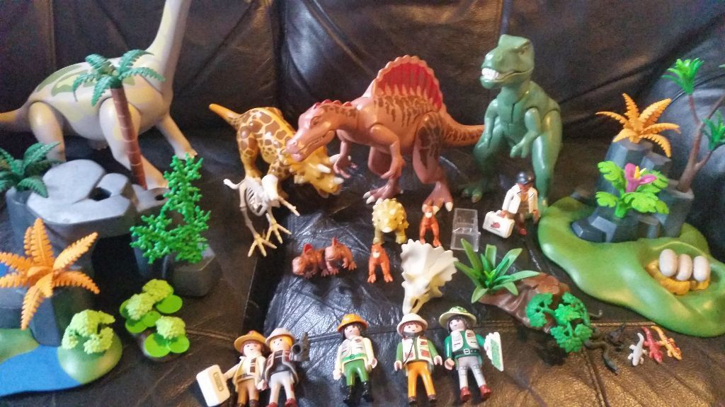 Playmobil dinosaurs scenery and dinosaur hunters in - Dinosaur playmobile ...