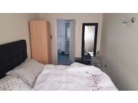 En-suite double room available in perivale