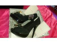 Lovely Peep toe Head over heels shoes