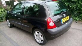 Renault Clio expression 1.2 16valve '52 plate. 42,000 miles. Full service history. 12 months MOT