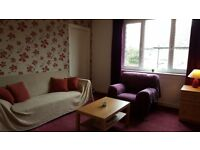 Large room for rent in 2 bedroom flat in Bo'ness.
