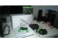 XBOX One S 500GB + Razer Wildcat
