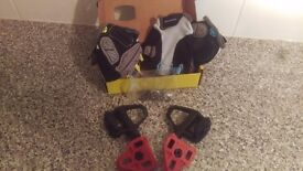 Set of boardman pro pedals and 2 pair of fingerless gloves