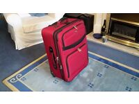 SWISSGEAR LARGE HIGH QUALITY SUITCASE WITH WHEELS GOOD CONDITION.