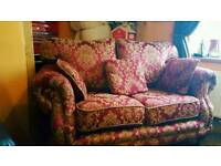 Top Quality Stunning Vintage 2 seater sofa with matching Pellows (can deliver)
