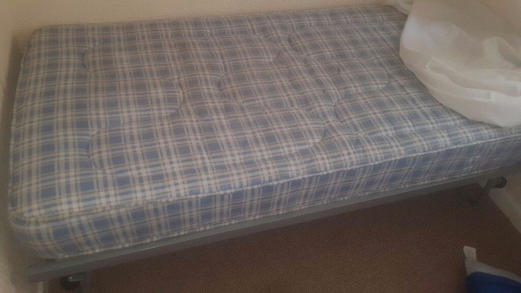 Single metle guest bed and matress