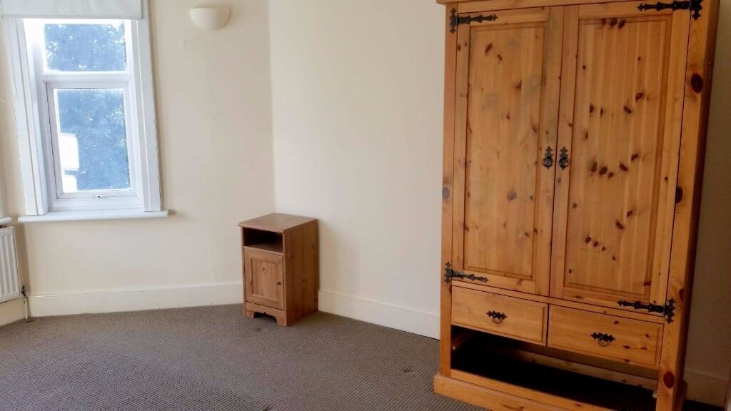 3bed flat, 2 bathrooms, private garden with shed, driveway, free parking
