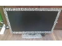 24 inch tv LED with DVD and freeview