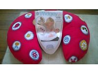 Widgey 5 in 1 Baby feeding / support pillow. Great condition, original packaging and instructions