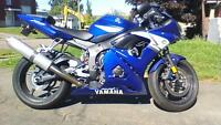 YAMAHA R6-mint condition.......less than 13,000 kms!!