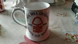 Rare 1977-78 nottingham forest mug signed