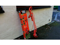 BLACK & DECKER GARDEN STRIMMER 450W MAINS OPERATED HARDLY USED