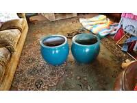 2 x large plant pots