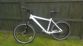 """Specialized Rockhopper Mountain Bike 26"""" wheels Rockshox Hydraulic Juicy Disc brakes"""