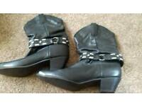 LEATHER UPPER COWBOY BLINGY BOOTS. GREAT FOR LINE DANCING. SIZE5.