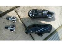 Shimano R078 Road cycling shoes, and Shimano M520 pedals and cleats.