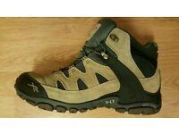 Regatta mens walking boots.