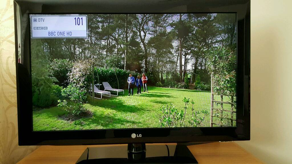 "LG 32"" Full HD 1080p smart tv"