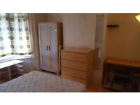 Double room for single person. All bills included. 1 week deposit. 8 min to tube. Internet. Garden