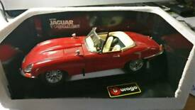 Jaguar E type cabriolet die cast burago model red new