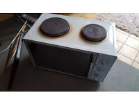 Electric mini oven with 2 hotplates