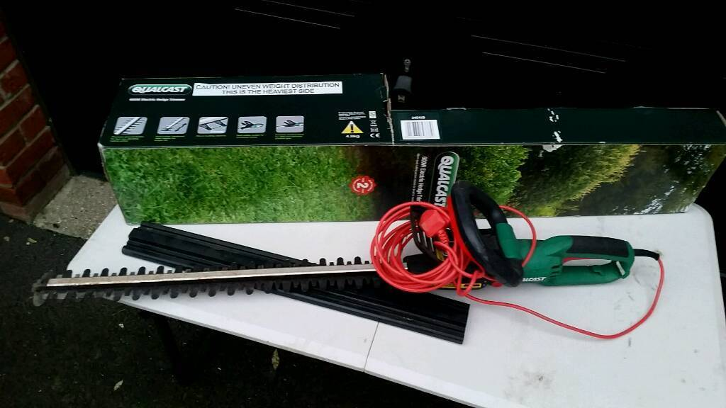 Qualcast hedge trimmer very good condition