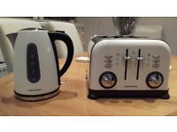 kettle and Toaster excellent condition hardly used