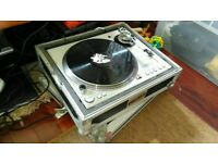 Stanton str8 100 dj deck / turntable in flightcase
