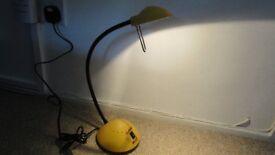 A NICE FLEXIBLE DESK TABLE LAMP.