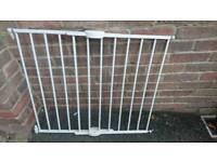 Lindam extendable wall fix mounted gate