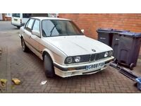 BMW e30 318i white 1990 4 door breaking for parts