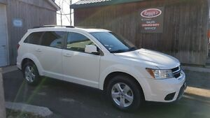 2011 Dodge Journey SXT. V6, 7Passenger, Smart Key, Sunroof