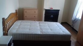 Large Double Room to Rent Shared House Near Wood Green Station N22