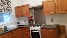 A DOUBLE ROOM TO LET IN A CLEAN GARDEN FLAT (NW10).