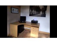Oak finish Computer desk/work station with matching separate 3 drawer unit. Good condition