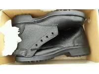 Toetectors size 9 work boots