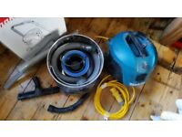 Makita dust extractor / site vac 110v used once