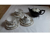 Lovely Aladdin's lamp style black vintage teapot + Royal Vale 3 trios - black spots on white