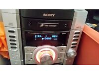 Sony 3 disc changer hifi with 2 speakers and 1 sub