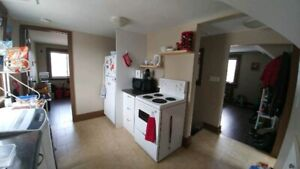 Cozy 2 Bdrm Close to Queens and Downtown May 1